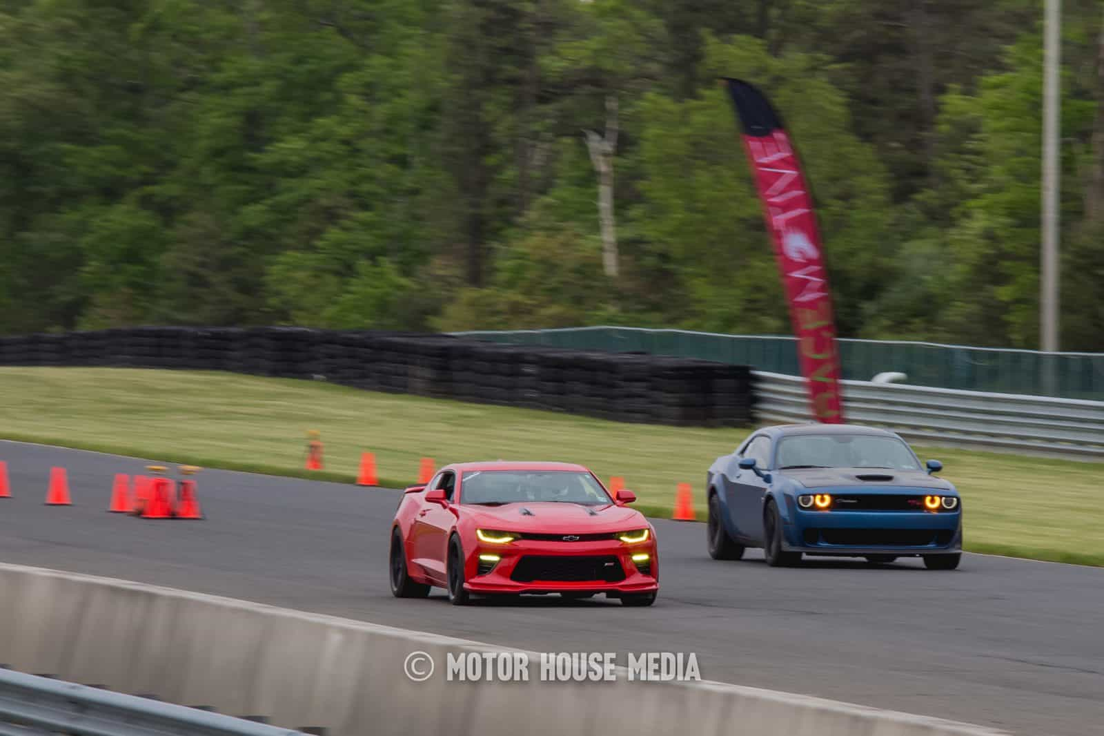 American muscle cars roll Racing